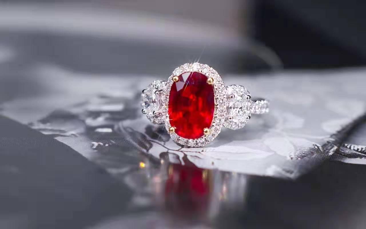 鸽血红红宝石该如何鉴别它的颜色?