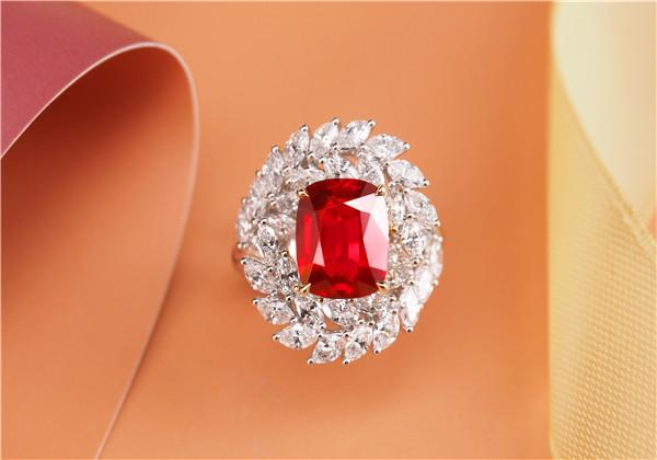 红宝石戒指求婚比钻戒还有仪式感